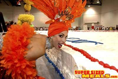 SupersizedMealscom The Worlds Largest Birthday Cake - The biggest birthday cake